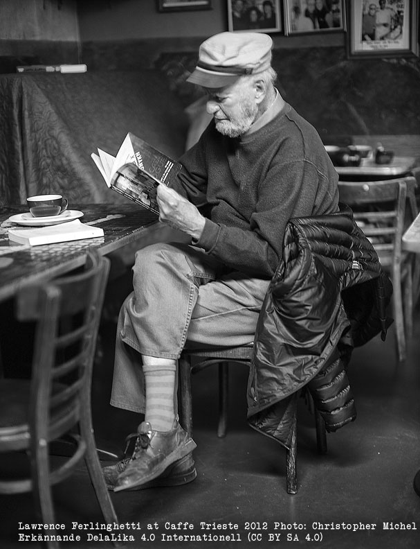 Bild: Lawrence Ferlinghetti at Caffe Trieste 2012 Photo: Christopher Michel Erkännande-DelaLika 4.0 Internationell (CC BY-SA 4.0)