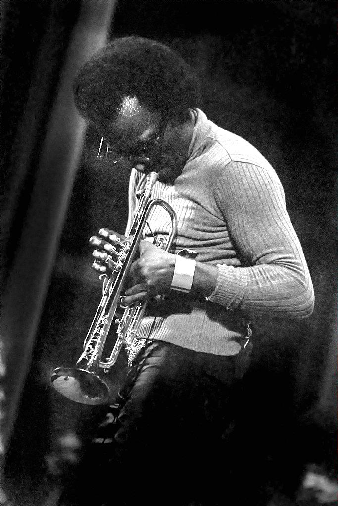 BILD: Miles Davis med trumpet